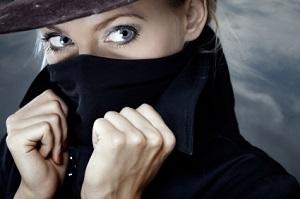 Женщины шпионят чаще, чем мужчины