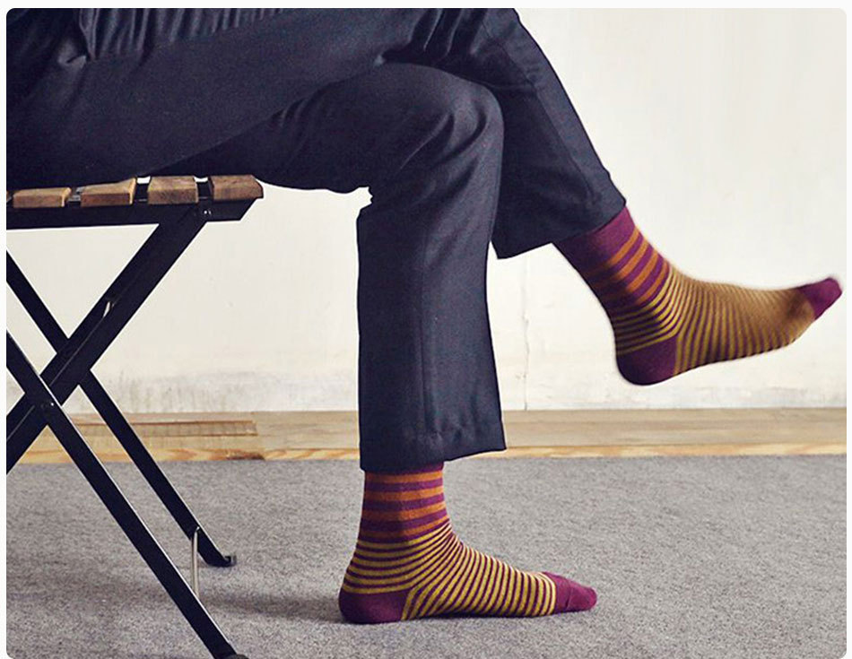 Фотография мужчины в носках